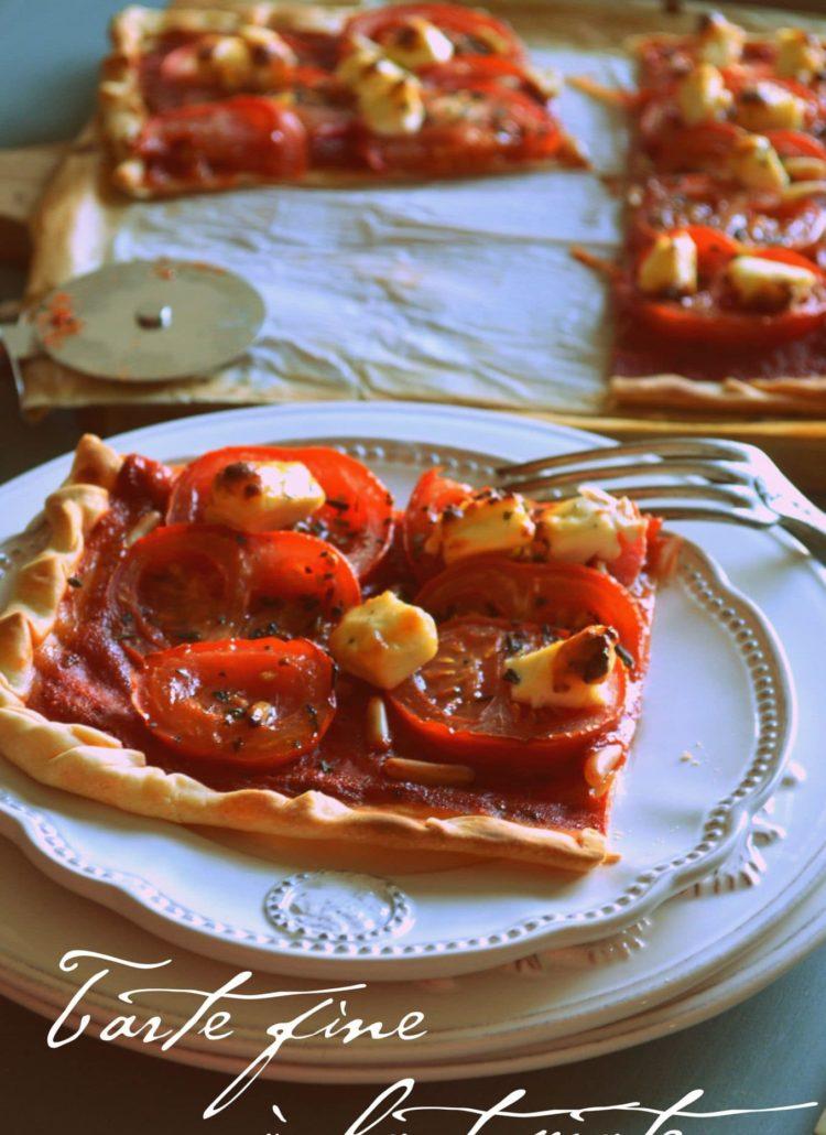 Tarte fine, tomates, kiri, pignons et basilic