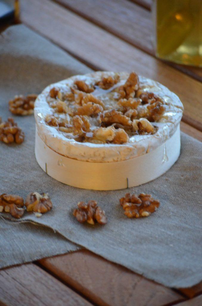 camembert r ti au miel et aux noix voyage gourmand. Black Bedroom Furniture Sets. Home Design Ideas