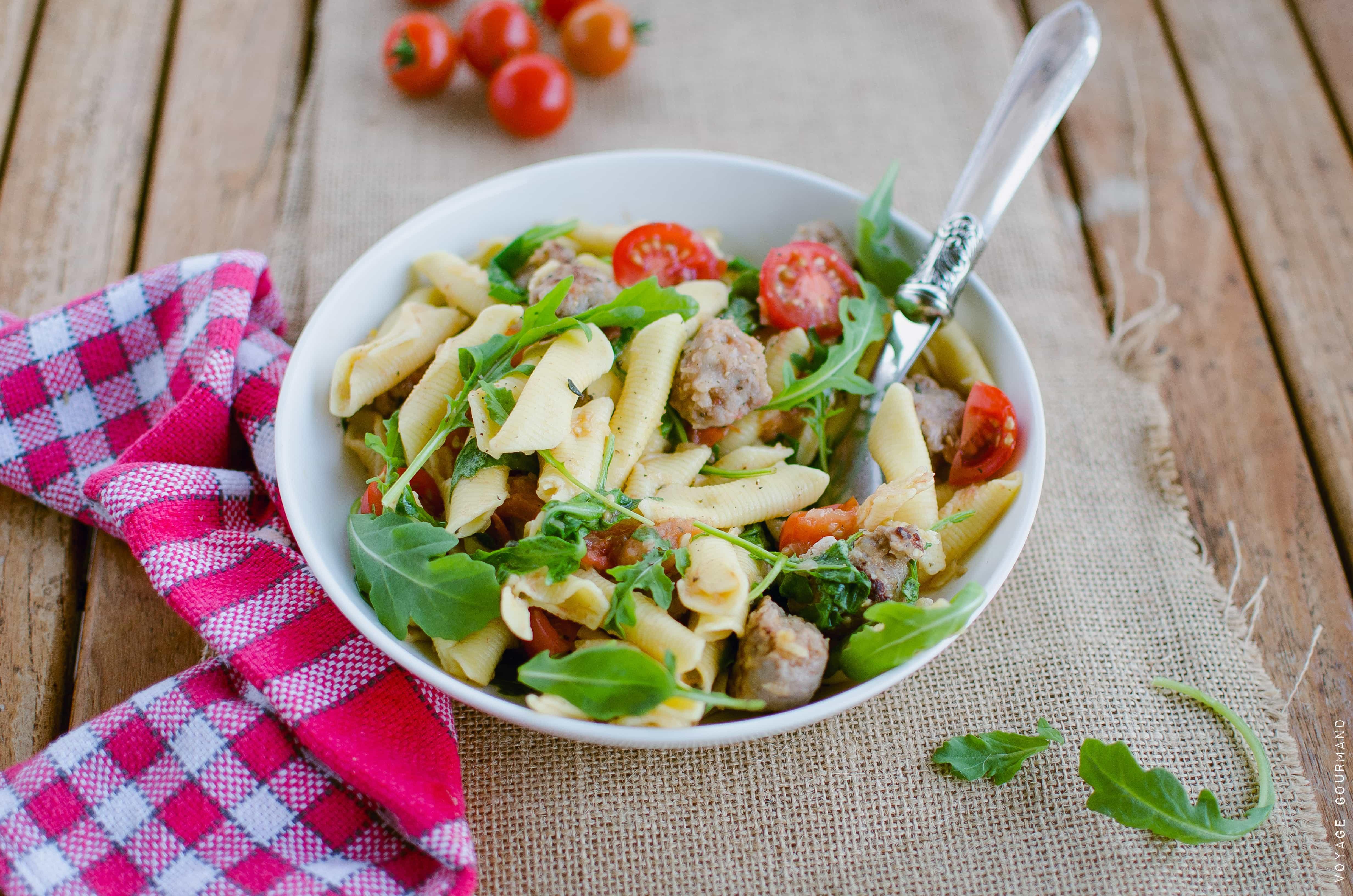 Salade italienne de garganelli à la saucisse et aux tomates cerises