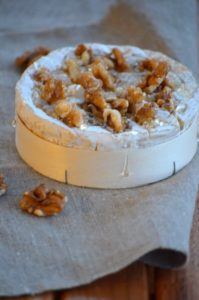 Camembert rôti au miel et aux noix