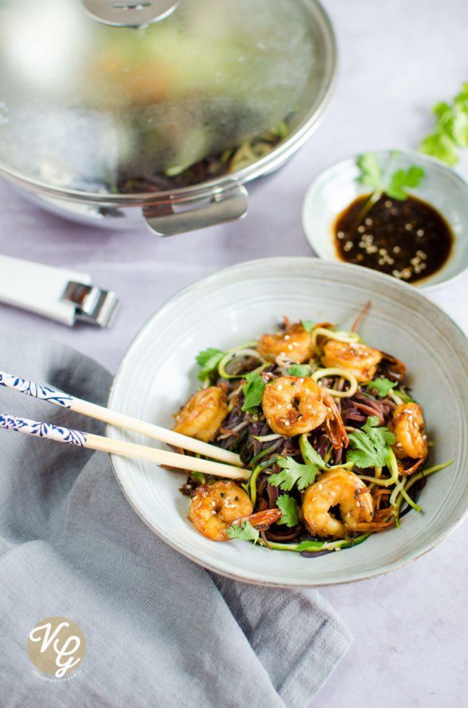 Wok crevettes caramélisées et spirales de légumes