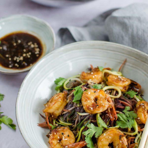 Wok crevettes caramélisées et spaghettis de légumes