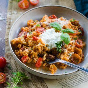 Risotto à la tomate, lard fumé et burrata